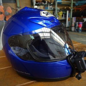 ヘルメットを磨く