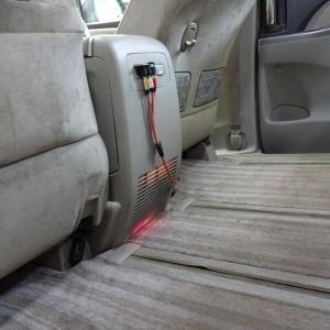 エスティマHVのハイブリッドバッテリー冷却ファンの取り付けと革パンツのチャック撤去