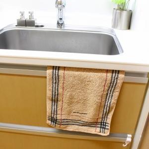 キッチンのタオル掛はシンク横が一番使いやすかった。