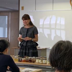 京都で世界のハチミツを食べ比べ