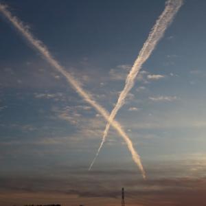 夕空に描くエックス文字