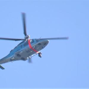 上空に埼玉県警ヘリ