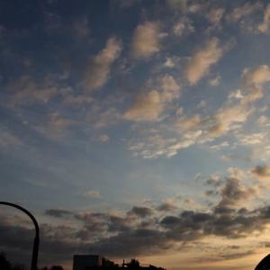 秋、朝夕の空