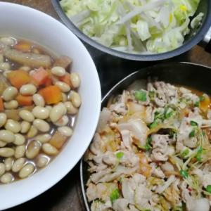 豚キムチとお豆の煮物