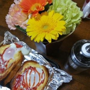 目玉焼きトーストそしてお花を頂きました