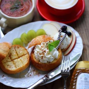 ■ヴィエノワ生地の丸パンで、じゅわっ♡はちみつバタートースト♡生クリーム乗っけ