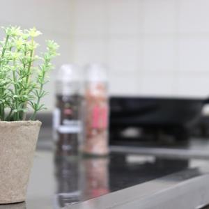 キッチンをシンプルに|調理器具の所有数と収納方法