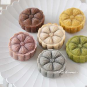 中秋節にはおまんじゅうみたいな桃山月餅はいかかでしょうか?