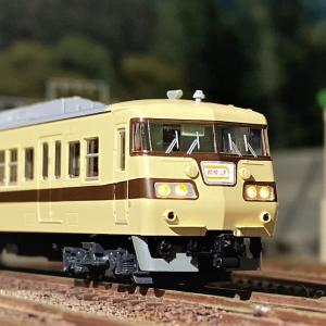 117系<新快速>が入線です。KATO 10-1607