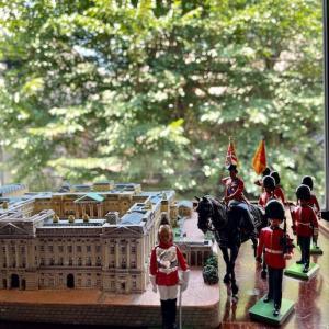 バッキンガム宮殿を眺めて楽しむティータイム♪