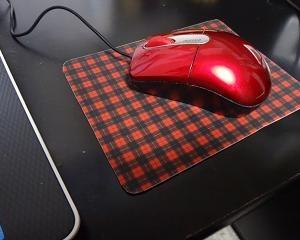 チェックのマウスパッド