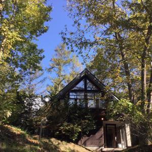 秋深まる軽井沢の森の中のヴィラ・・・