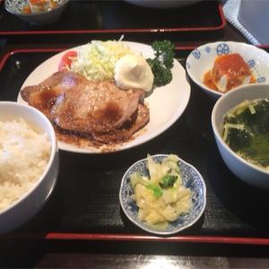 今日のお昼は生姜焼き定食 横浜 ドラゴンダイニング ニバン