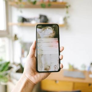 iPhoneで「ローカルネットワーク上のデバイスの検索および接続を求めています」と表示されたらどうすればいいか