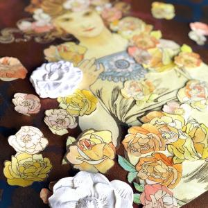ミュシャを使った大きなキャンバスの作品の制作開始しました