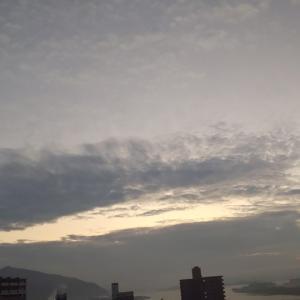 視界ゼロ!朝もやかかる今朝の空