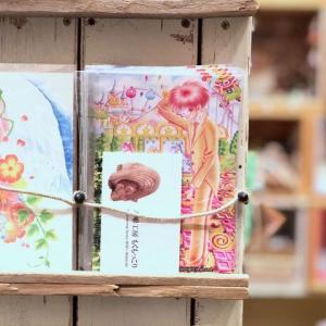 Lupopo cafe&gallery様にてポストカードを販売しております。木彫工房もくもっこり