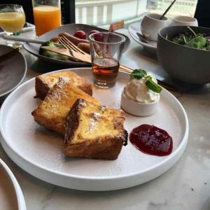 メズム(mesm)のラウンジと朝食体験