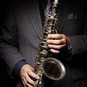 押し入れに眠っているサックスで カッコ良くジャズが吹けるとしたら……どうする!?(ただし3年後)