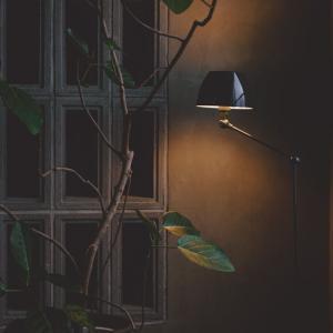 工業製品にモダンな要素をプラスして。PFSにジェルデ70年振りの新作ランプが入荷しました。