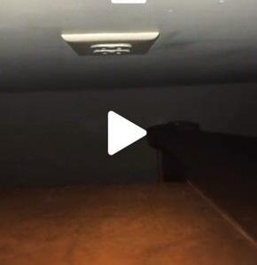 TikTokのショートホラー ベッドの下に潜む悪霊