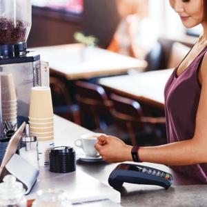 Fitbitのタッチ決済機能「Fitbit Pay」が国内で利用可能に 7月7日からソニー銀行のVisaデビット付きキャッシュカード「Sony Bank WALLET」が対応開始