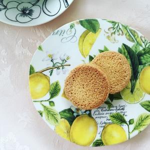 ニトリのお皿にデコパージュ