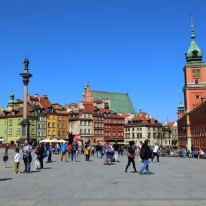 カラフルなワルシャワの旧市街散策