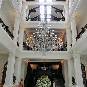 ウエルカムドリンクはプールサイドでシンガポールスリング!大改装後のラッフルズホテルにチェックイン♪