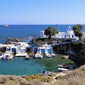 フォトジェニックなミロス島の伝統的な漁師の家@マンドラキア