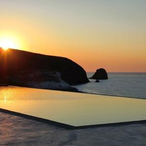 プールサイドでミロス島のサンセットタイム♪