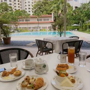 プールサイドでアフタヌーンティー@グッドウッドパークホテル
