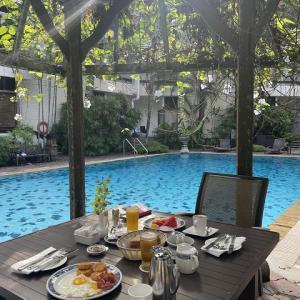 プールサイドで朝ごはん@グッドウッドパークホテル