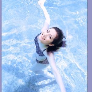 大石恵グラビア水着画像「98枚」 夫はL'Arc〜en〜Cielのhydeコートダジュールの風に吹かれて…、パリの色香に包まれて…。
