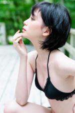 金城茉奈 人生初の水着グラビアで人間離れしたスレンダー美ボディを披露。2020