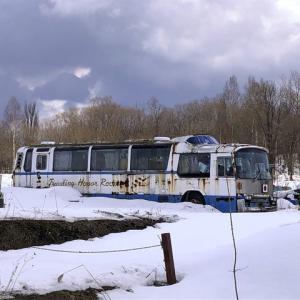 旭川郊外で見つけたパノラマデッカー廃バス