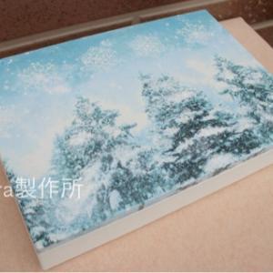 *雪降るもみの木のボックス
