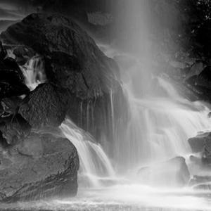 モノクロ滝