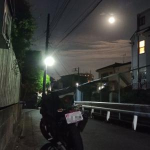 宵待月をひとり