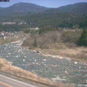岐阜県付知川では鮎釣り解禁に向け稚アユの放流を開始