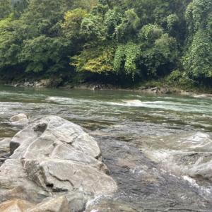 釣り仲間が増水した馬瀬川上流へ鮎釣りに、