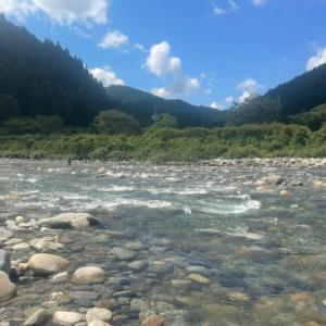 釣り仲間が板取川上流へ様子見の鮎釣りに出掛ける