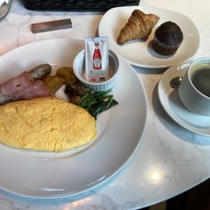 アロフト東京銀座の朝食をレビュー。卵料理はボリューミー。おにぎりもおいしい。
