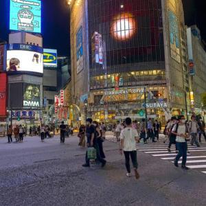 日夜の渋谷スクランブル交差点