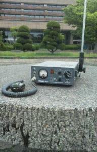 本日の市民ラジオ・・運用場所(背景はワクチンの接種会場)