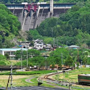 名松線 ダムを背に