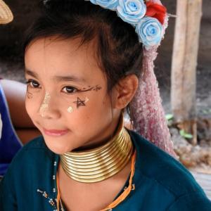 首長族の村で出会う不思議な美少女たち@タイ・チェンマイ