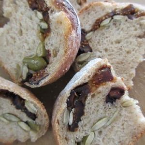 イチジクのライ麦パン。