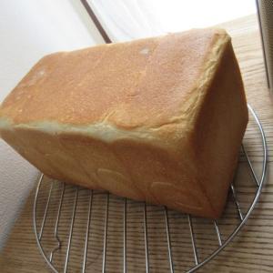 2斤のパンを焼く。2斤の型に対する生地の適正量。