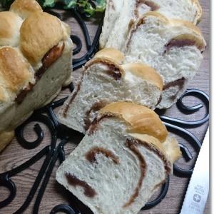 お餅みたいにビロ~ンと伸びる餡子編み込みパンと微笑ましい会話♪